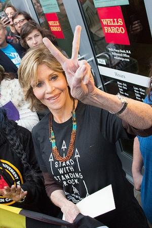 Джейн Фонда отпраздновала 79-летие на митинге