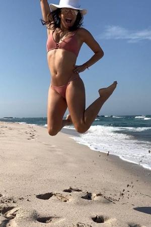 Ева Лонгория покоряет стройной фигурой в бикини