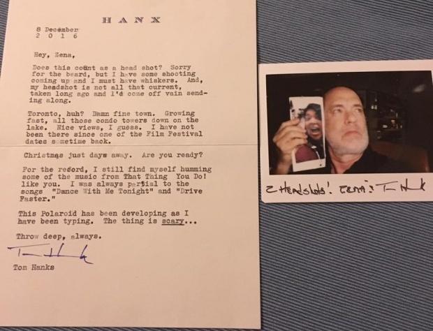 Том Хэнкс сделал селфи с селфи своей поклонницы