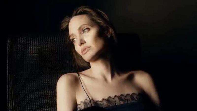 Анджелина Джоли встречается сзагадочным незнакомцем