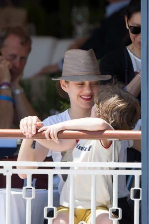 Первые фото дочери Марион Котийяр анджелина джоли и брэд питт помирились