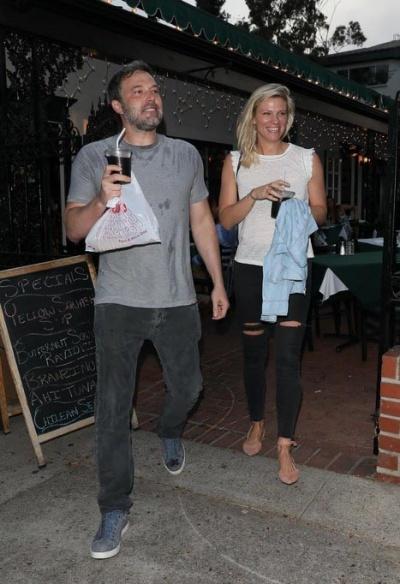 Бен Аффлек появился на публике с новой возлюбленной