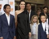 В честь Джоли создали колье с самым крупным сапфиром в мире