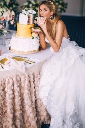 Вера Брежнева позирует в роскошном наряде невесты