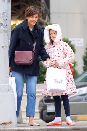 Кэти Холмс с дочкой готовится к Рождеству