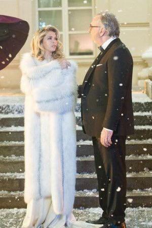 Вера Брежнева опубликовала новогодние снимки в компании супруга