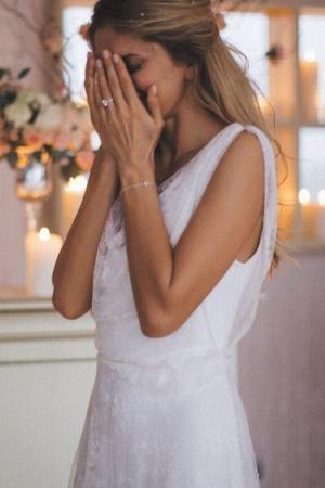 Вера Брежнева заинтриговала фотографией в свадебном платье