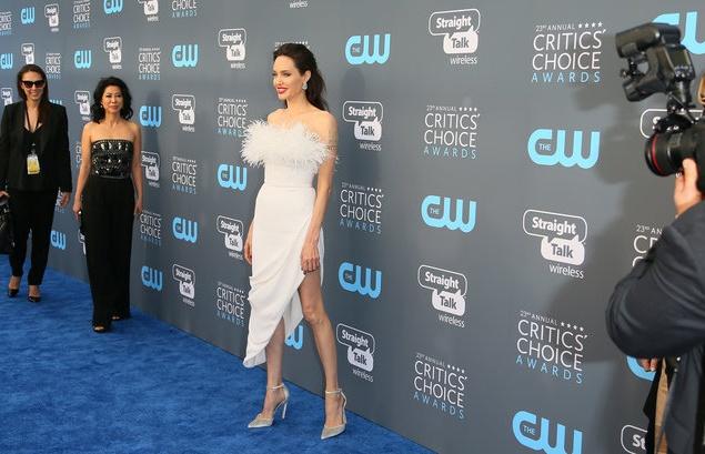 Джоли произвела фурор образом на светском рауте