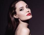 Анджелина Джоли сыграет маму Алисы и Питера Пэна