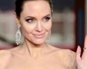 Анджелину Джоли заметили за необычным занятием