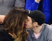 Кейт Бекинсейл застукали за поцелуями с молодым бойфрендом