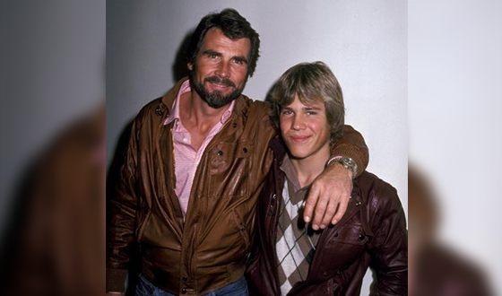 """Культовый американский 78-летний киноактёр Джеймс Бролин, как и Джим Керри, стал дедом в 47 лет, когда его сын Джош впервые стал отцом в 20 лет. По словам мужчины, первой его реакцией на это событие была сказанная в шутку фраза: """"Только не называйте меня дедушкой!"""", однако сейчас  актёр уверен, что быть дедушкой – это настоящее счастье."""