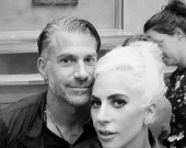 Джонни Депп помог экс-возлюбленному Леди Гаги пережить расставание