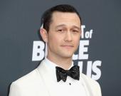Голливудский актер ищет красивые фото Украины