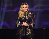 Мадонна напугала фанов своим лицом