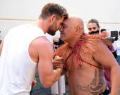 """Съемки фильма """"Тор 4"""" стартовали: Тайка Вайтити показал фото с Крисом Хемсвортом"""