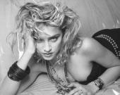 Мадонна показала серию архивных фото в честь выхода книги ее портретов