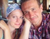 Джейсон Сигел расстался с любимой после 8 лет отношений