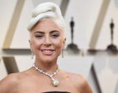 Леди Гага засветилась в роскошном свадебном платье