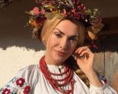 День вышиванки: Ольга Сумская показала старинную сорочку из конопляного полотна