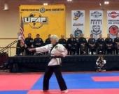 Чак Норрис наградил 83-летнюю старушку черным поясом по карате